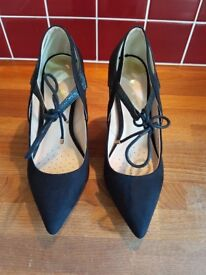Dorothy Perkins High Heels / Court shoes black UK6 *almost NEW*