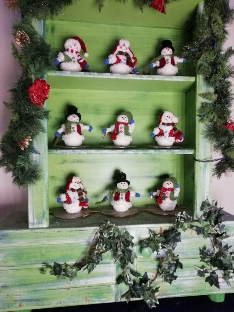 Rotating Animatronic Christmas Snowmen in Bookcase Toys Grotto ...