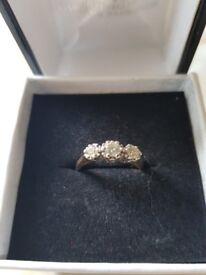 9 carot gold 3 stone diamond engagement ring