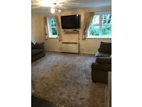 STUNNING GROUND FLOOR FULLY FURNISHED 2 BED FLAT CLOSE TO T/STATION £950PCM INC WATER LU27EY.
