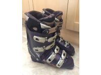 SALOMON EVOLUTION 8.0 - WOMENS SKI BOOTS UK 7.5, MONDO 26 - with bag