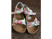 Women's floral print sandels