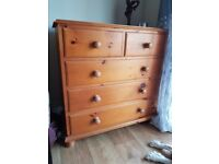 Lovely pine chest of drawers. Has a few minor scratches otherwise very good condition.