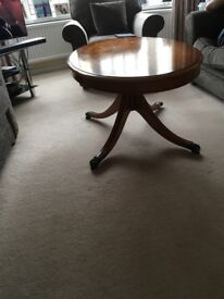 Yew Wood coffe table in good condition