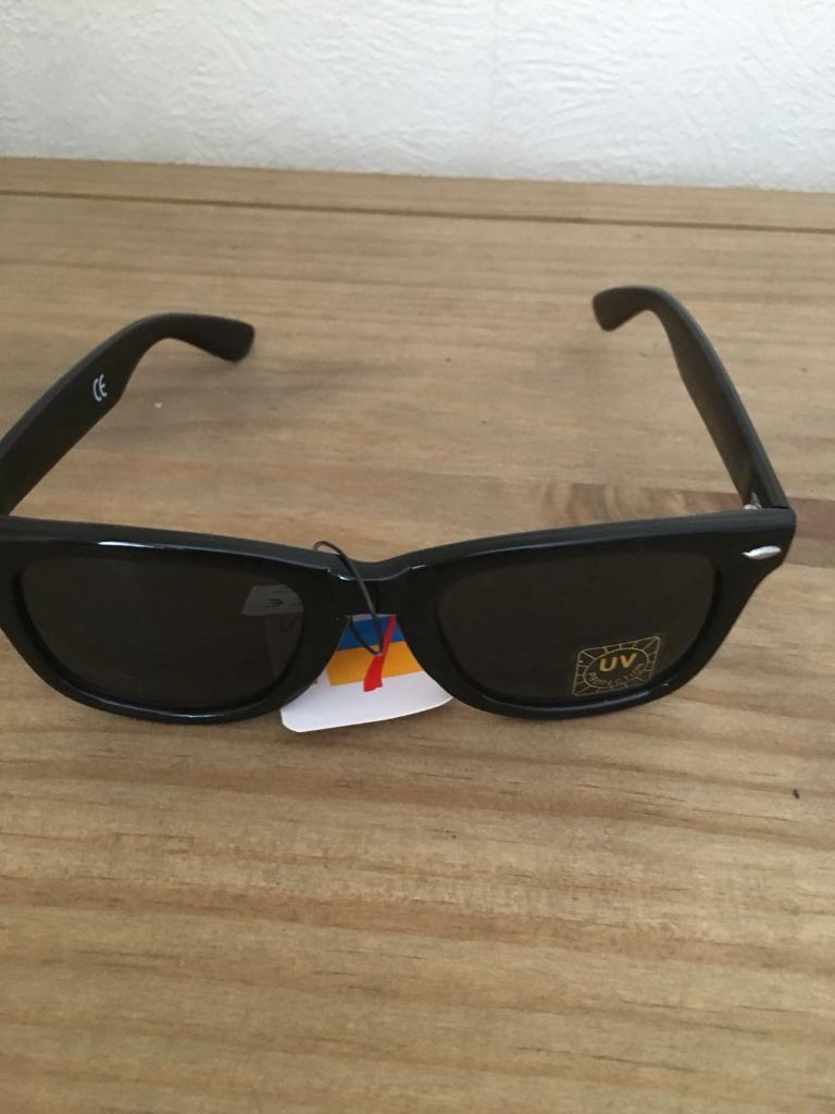 Black retro sunglasses NEW ray ban wayfarer style  0cb4593b44b9