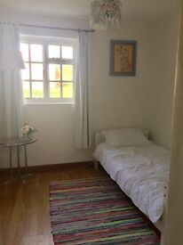 Single Room to let Exeter Airport - Suit female