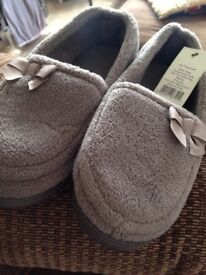 Ladies slippers size 7 brand new and tagged