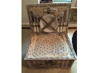 Quality Picnic Basket with Wine Cooler Bag