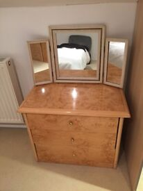 Lovely quality wood/gloss effect matching chests of drawers for sale
