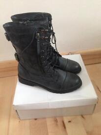 Women Ella Shoe Size 5
