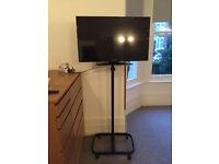 Big TV stand - VESA mount - can hold large TVs