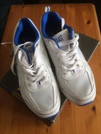 Brand New in Box Everlast Trainers size 5.5