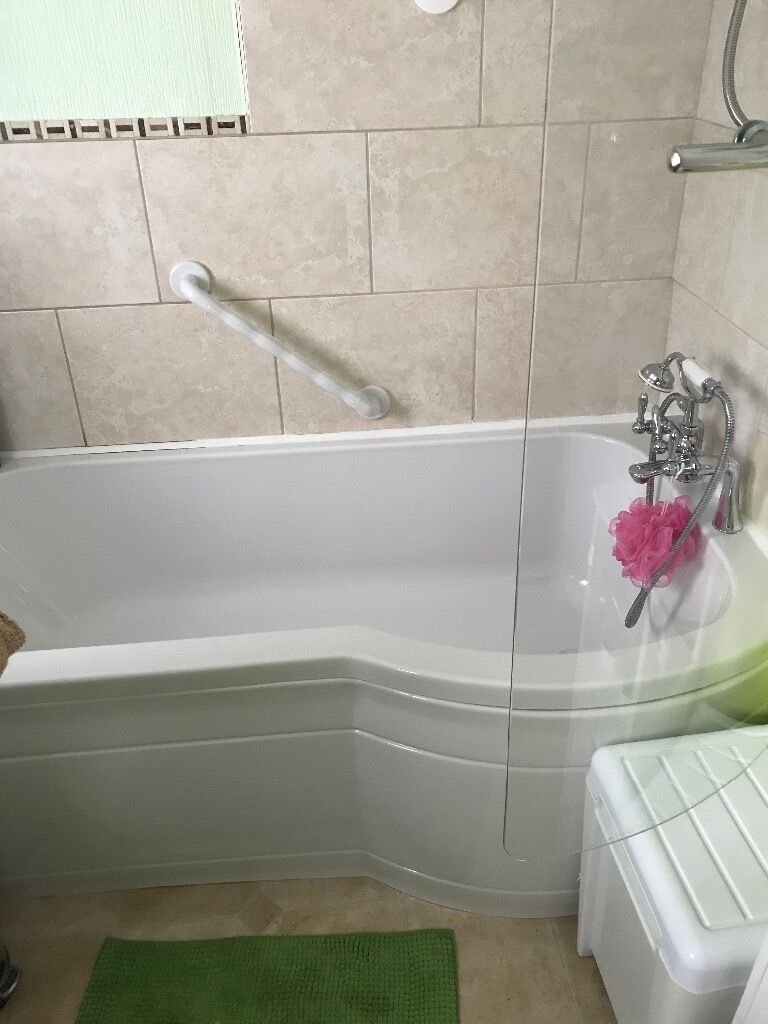 Bathroom Suites Glasgow Bathroom Suiteelectric Shower Shower Screen And Sink In