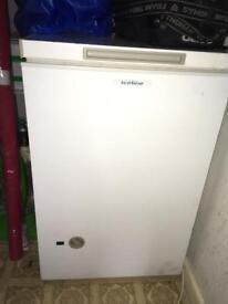 Small chest freezer 2'