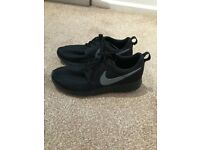 Black nike trainers size 5.5