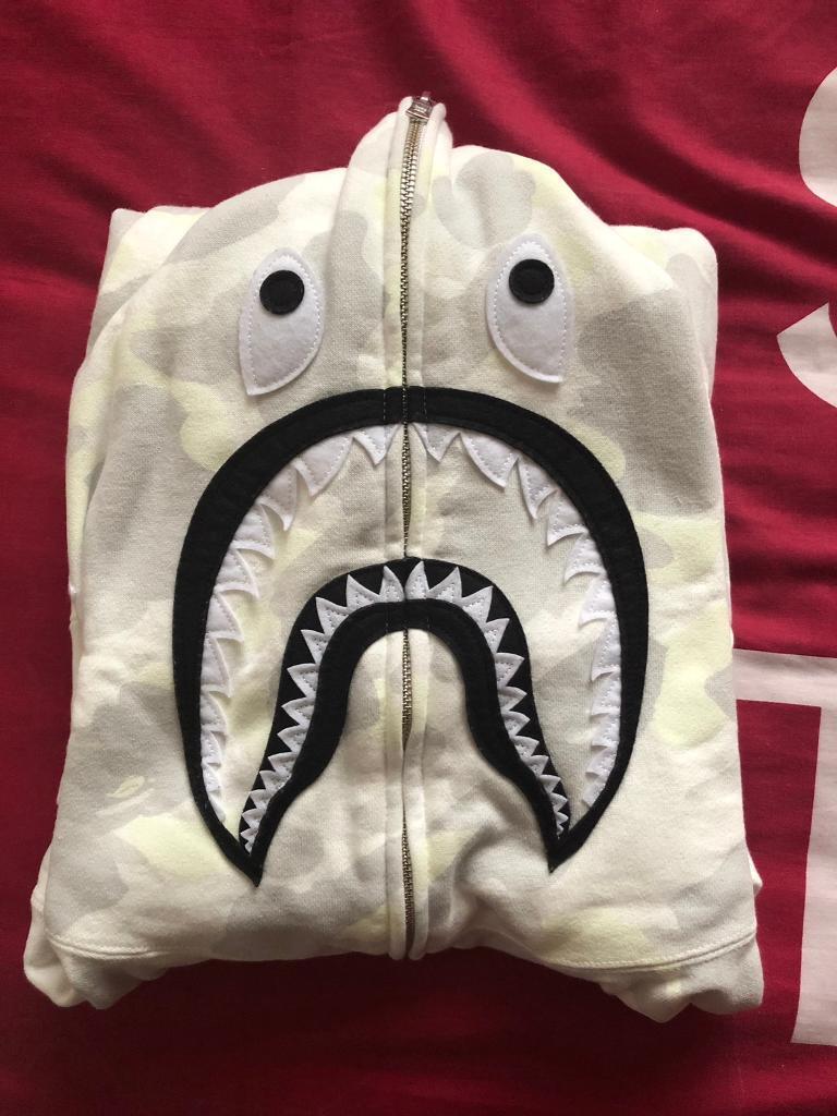 107f746d573b Bape Shark Hoodie XL DS White City Camo.