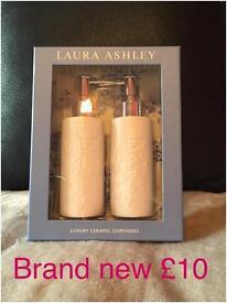 Laura ashley bathroom set