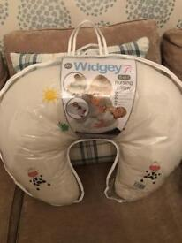 Widgey breastfeeding pillow and cover