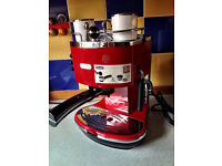 De'Longhi Icona ECO310 Pump Espresso Machine Colour:Scarlet Red
