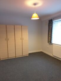 Two Bed Ground floor flat with garden available. Walking distance to High Street