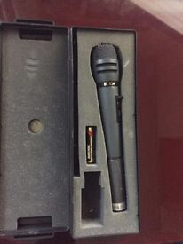 TOA wireless microphone, model wm-270