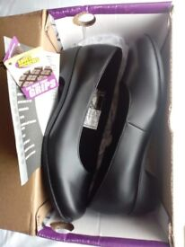 BRAND NEW FULL GRAIN LEATHER SHOE FOR CREWS WOMENS SIZE 5 NEVER WORN STILL BOXED