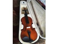 Almost mint condition 4/4 violin including bow and case want gone asap