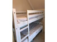 2 x Single beds or 1 set of bunk beds