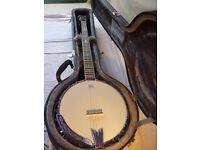 Ozark Banjo, 5 string closed back, as new in hard case.
