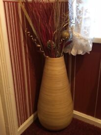 Vases with decorative dried flowes