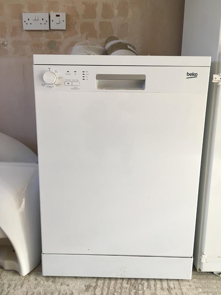 Beko Freestanding dish washer DFN05X10W