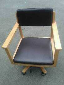 Hydraulic pump up chair
