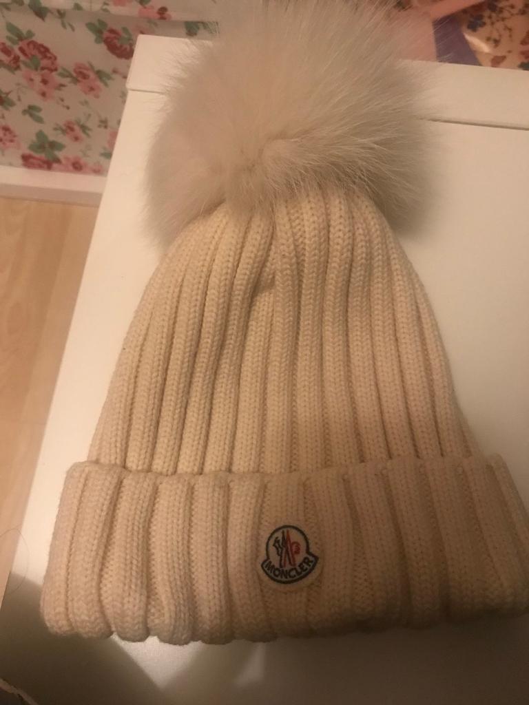 bc79c5ad2669 Ladies moncler hat