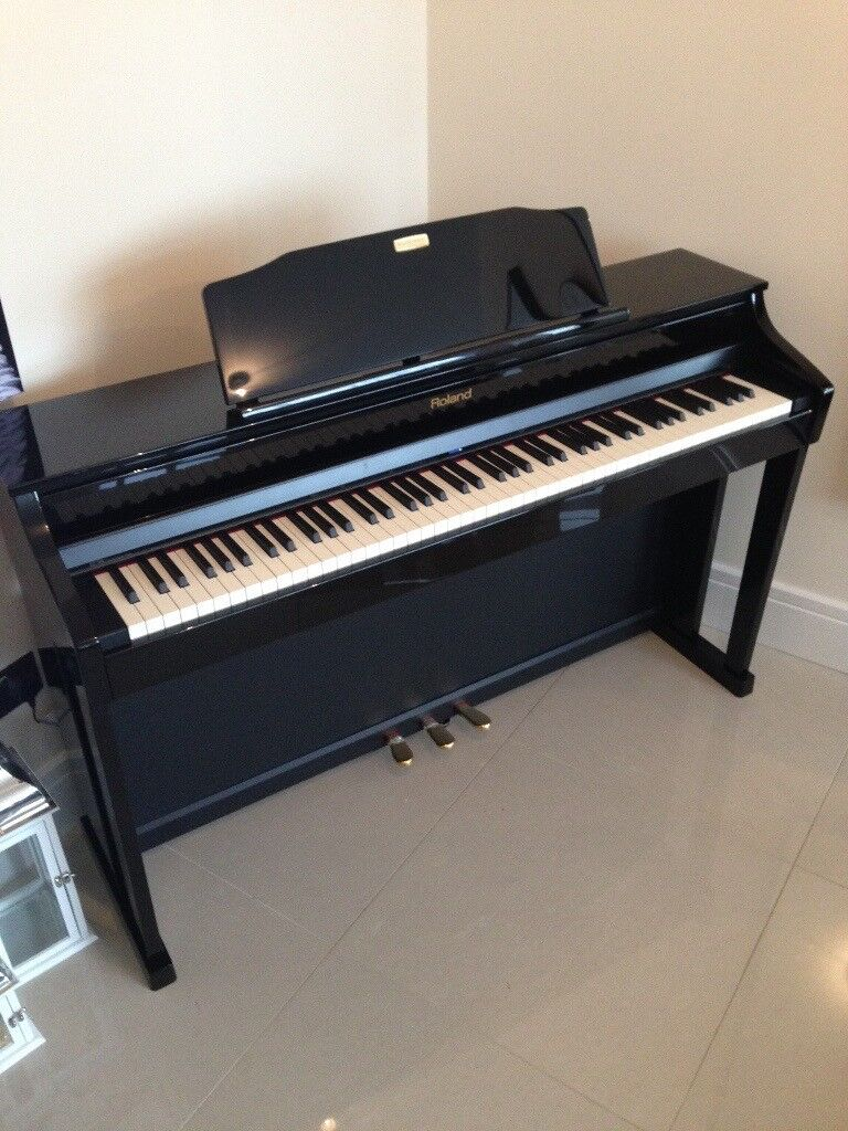Perfect Condition Roland HP506 Digital Piano - Polished Ebony (Comes with 10 Yr Warranty - MUST SEE)