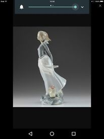 Lladro Sea Breeze Collectible lady