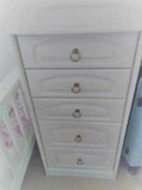 4 piece bedroom set - 2 chest of drawers & 2 night tables