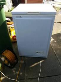 White chest freezer good cond £25
