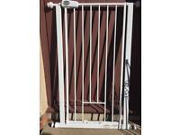 Adjustable pet / Baby gate