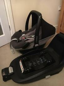 Maxi Cosi Pebble Plus car seat with 2-way isofix base.