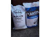 1 x 100 kg bag of PLANT!T Vermicule + 100 kg bag of Sinclair PEARLITE STANDARD