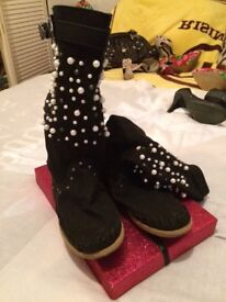 Black boots with white pearls