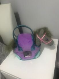 Bag carrying a pony