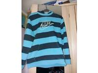 Boys nike jumper age 12/13