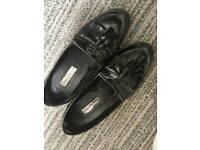 Womens size 5 black flat shoes