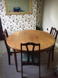 Diningroom Extendable table with 3 Chairs