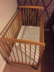 Baby's cot bed