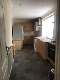 KING SIZE ROOM TO RENT IN FOREST GATE ZONE3