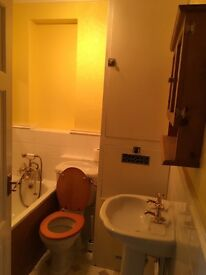 Double room to rent for a professional including billls