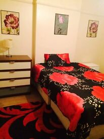 IN NEASDEN I HAVE A REALLY NICE DOUBLE ROOM FOR RENT IN A CLEAN HAUSE NEARBY THE SHOPING CENTER