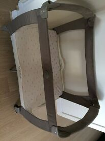 Travel Cot - Graco - including very good condition mattress